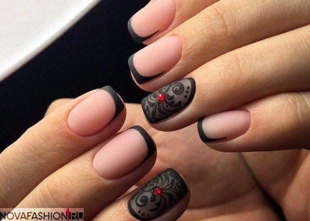 маникюр френч черный с узором на одном пальце шеллаком 2018-2019 мода