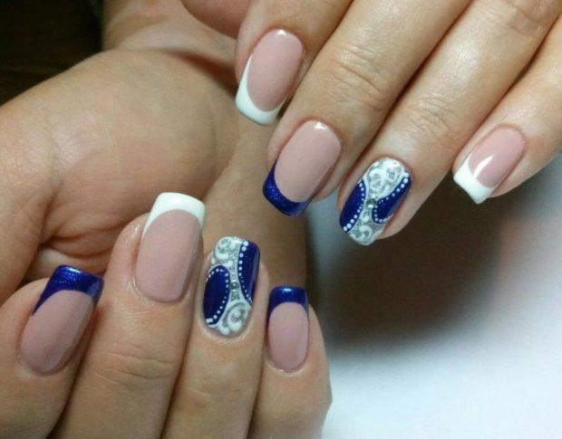 модный дизайн ногтей маникюр френч синий с белым шеллак 2018-2019