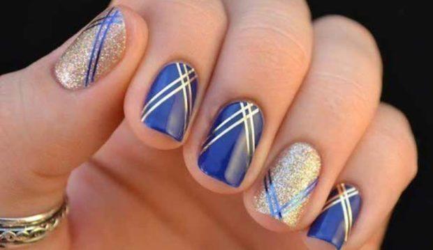 маникюр синий с золотом и со скотч-лентой шеллак