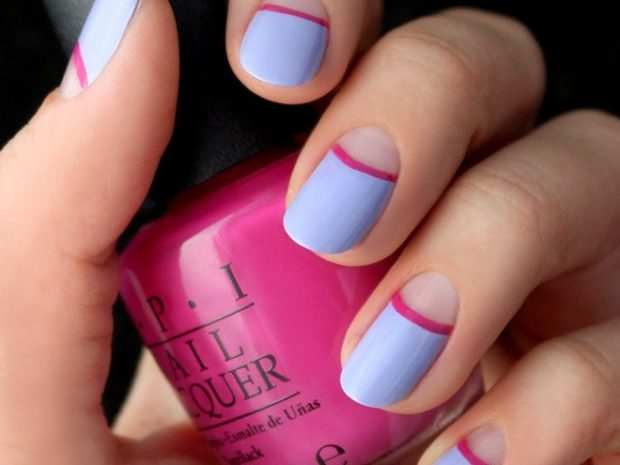 шеллак лунный маникюр голубой с розовой полоской дизайн ногтей