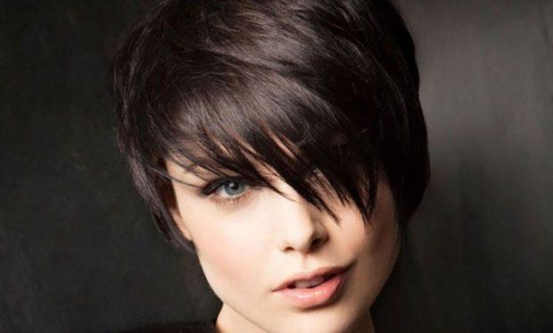 стрижка короткая челка косая асимметрия женская весна лето 2021