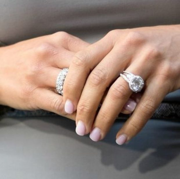 кольца белое золото с камнями