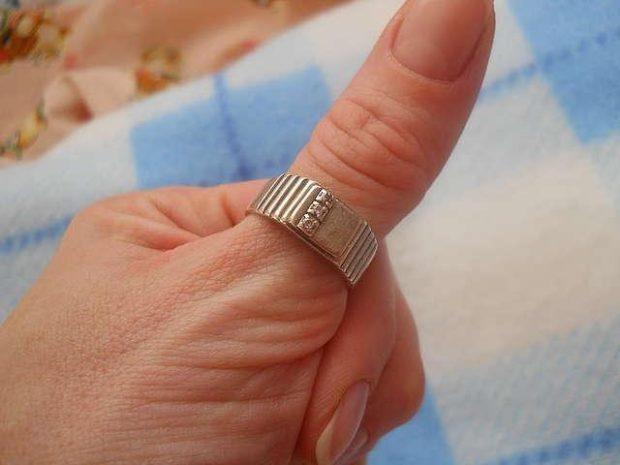 кольцо серебро на большом пальце
