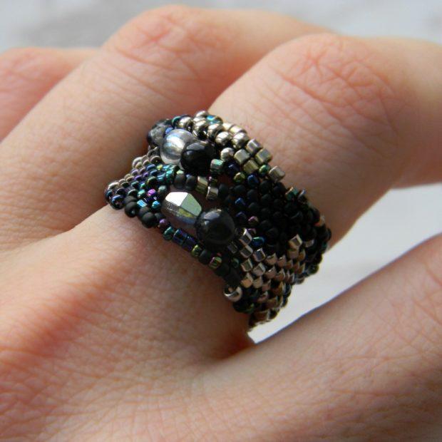кольцо массивное из бисера