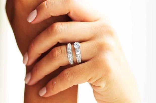 кольцо в камни двойное
