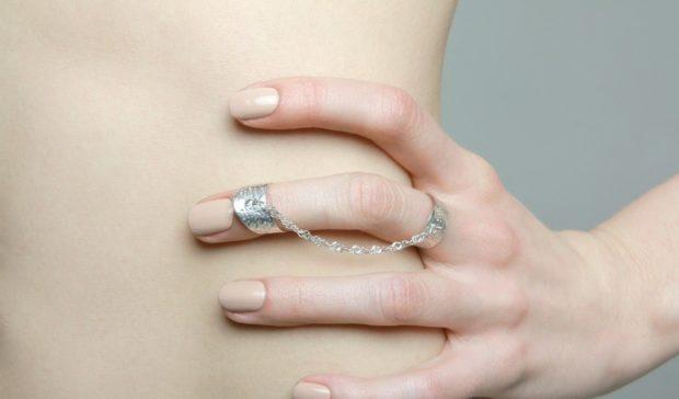 кольцо на средний палец двойное с цепочкой