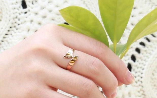 кольцо на средний палец золотое