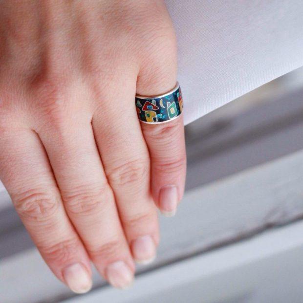 кольцо на мизинец яркое с рисунком