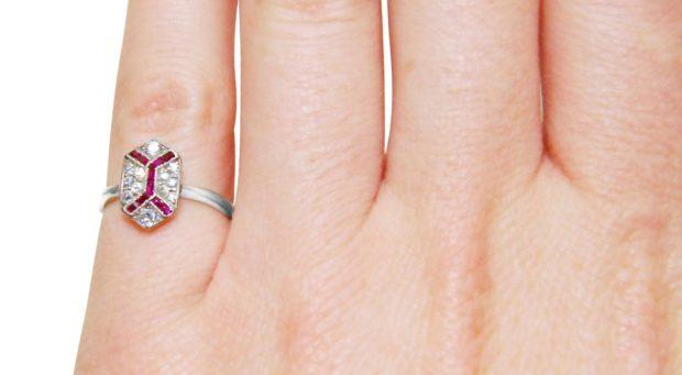 кольцо на мизинец серебро в форме ромба с камушками