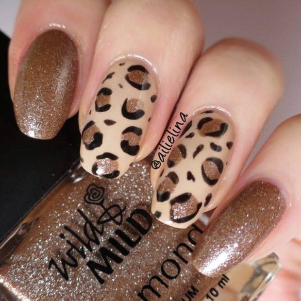 коричневый маникюр дизайн леопарда на 2 ногтях
