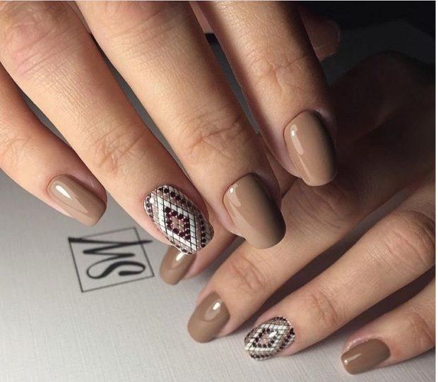 коричневый маникюр светлый на одном пальце дизайн