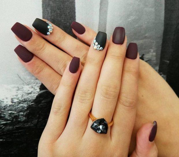 коричневый матовый один палец черный с камушками