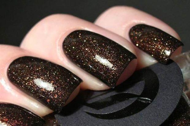 коричневый маникюр с блестками темный