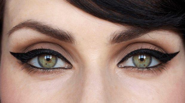 стрелка кошачий глаз черная