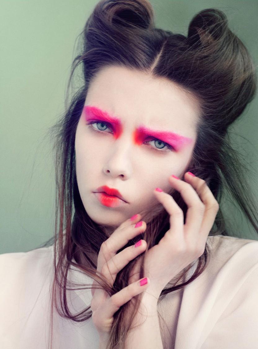 брови 2018 модные тенденции: розовые