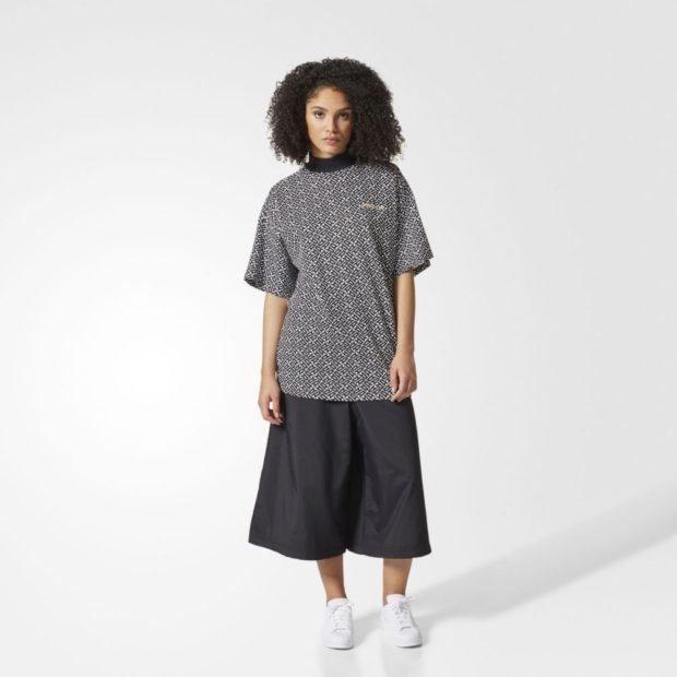 футболки 2019 женские фото: оверсайз серая в принт