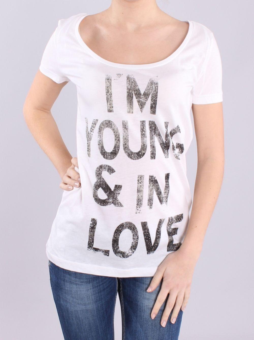 футболки 2019 женские фото: оверсайз белая с надписью