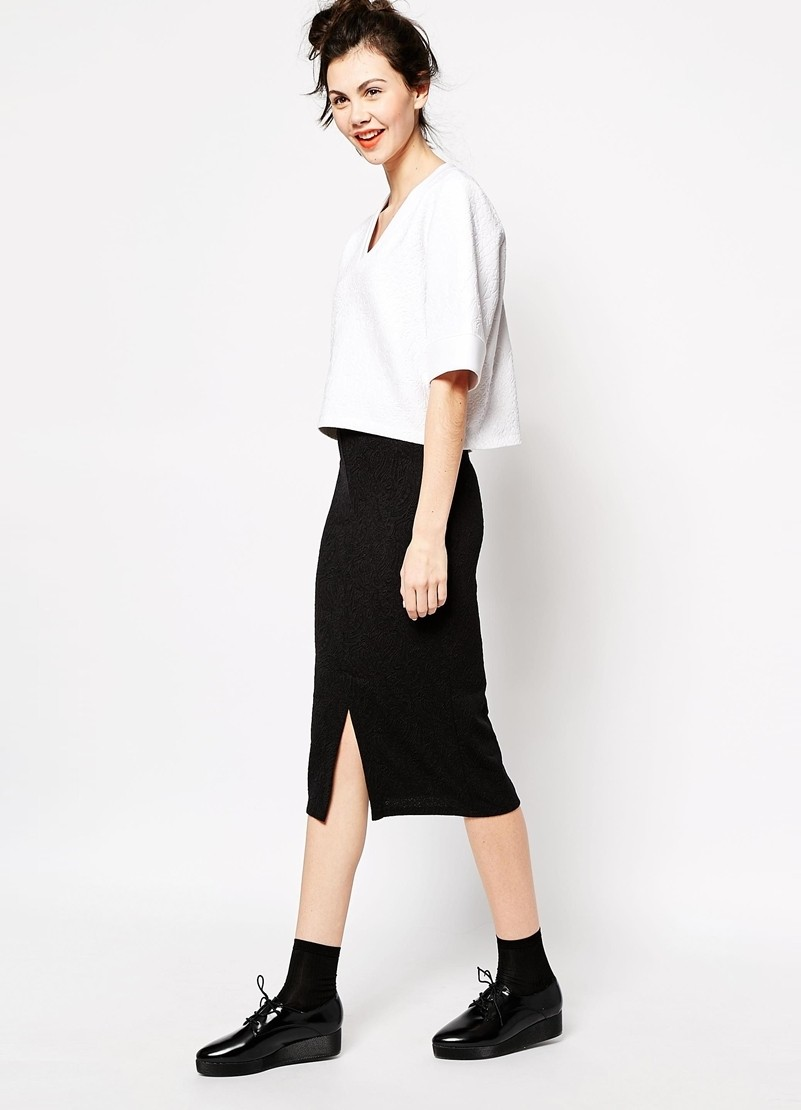 модные футболки 2019 фото: короткая белая