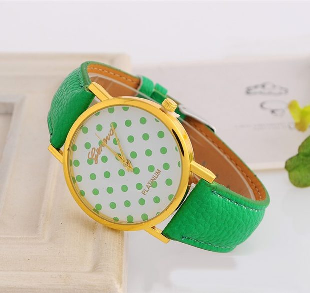 модные часы женские 2018-2019: циферблат в горох ремень зеленый