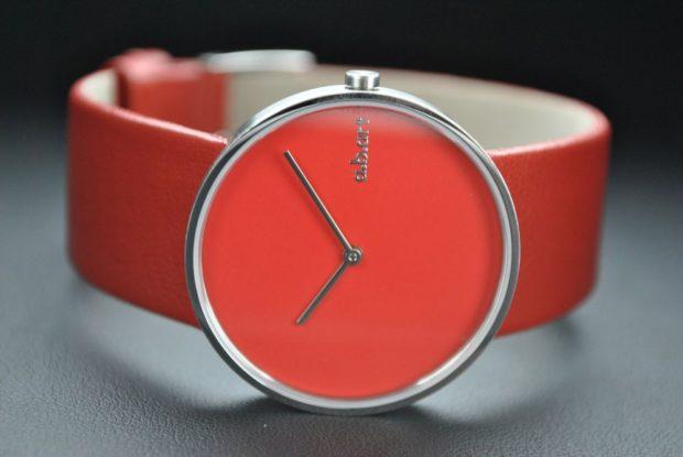 модные часы женские 2019-2020: красные без цифр