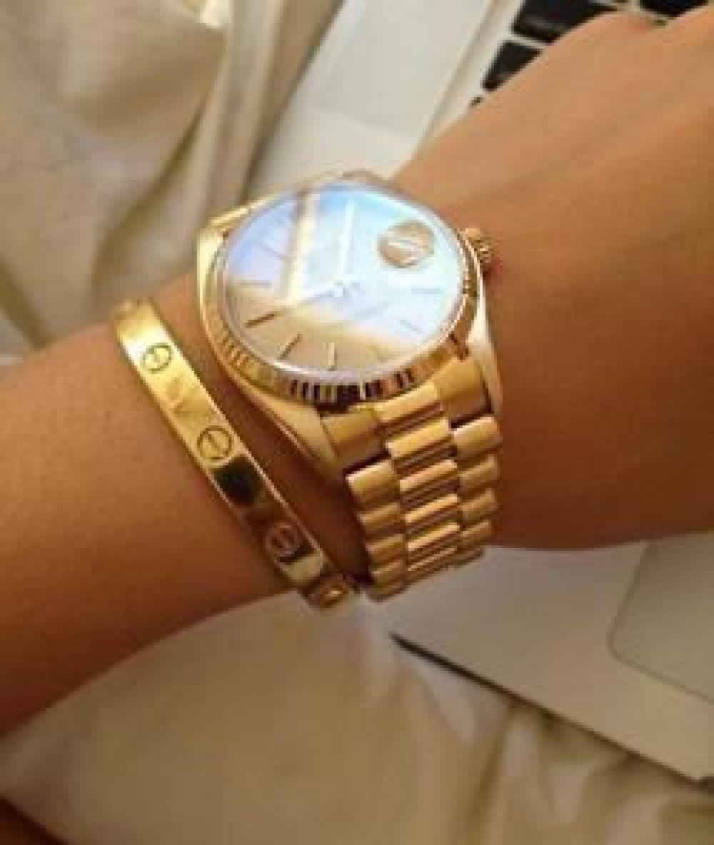 часы с золотым ремешком