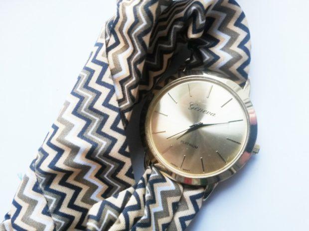 женские часы: с платком-ремешком в принт