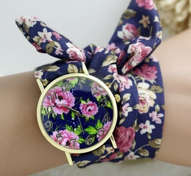 женские часы: с платком-ремешком темный фон яркие цветки