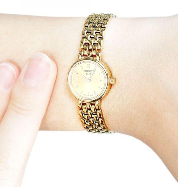 женские часы: круглые миниатюрные золото