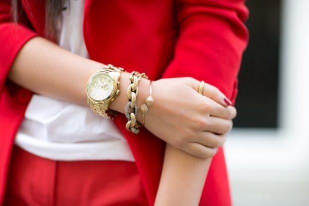 женские часы: массивные золото с цепочками
