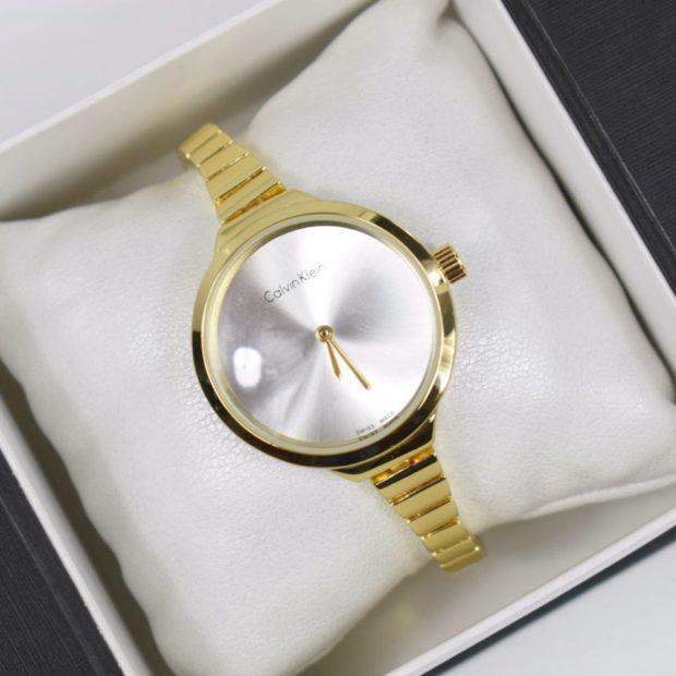 модные часы женские 2018-2019: круглые на золотом ремешке из металла