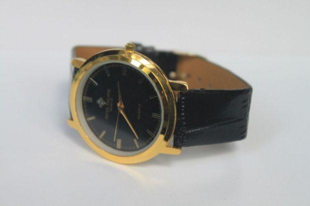 женские часы: классика черные