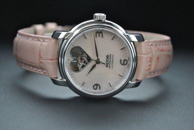 женские часы: розовый ремень