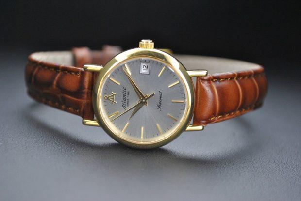 женские часы: классика коричневые золотой циферблат