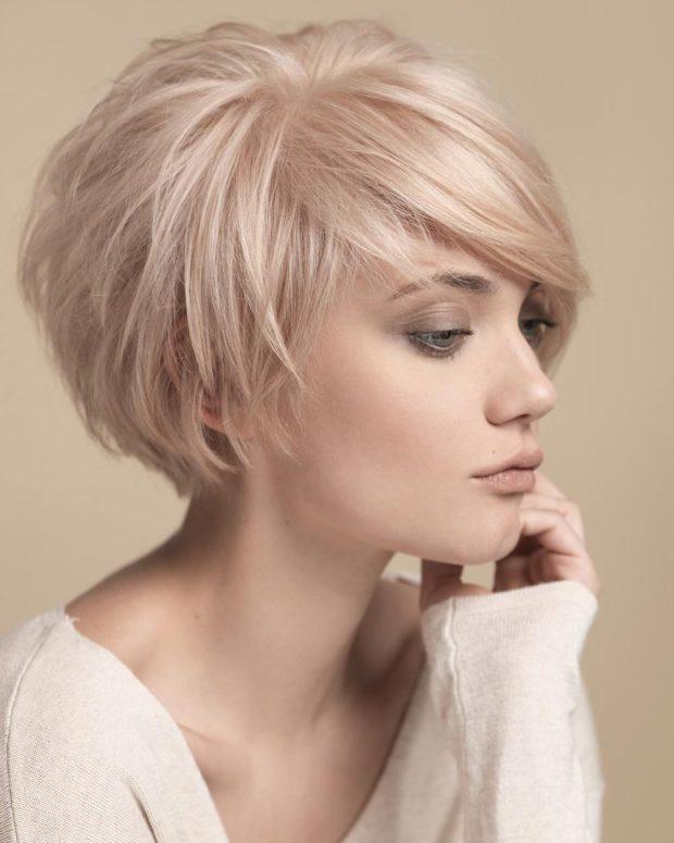 мода 2018-2019 короткая стрижка с косой челкой для женщин за 30 фото
