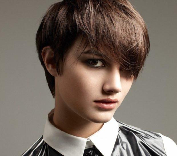 модная стрижка 2018-2019 гарсон косая челка для женщин за 30 фото