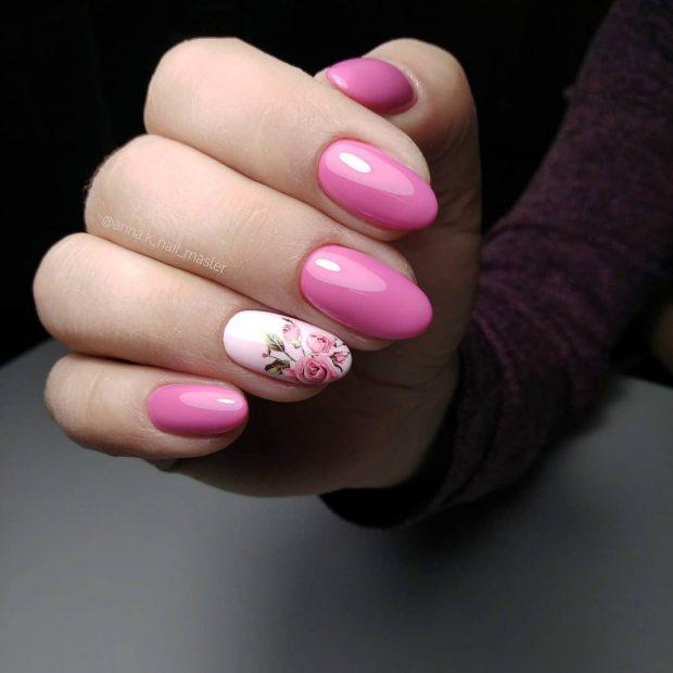 Модный дизайн ногтей шеллак 2019-2020: розовый с принтом