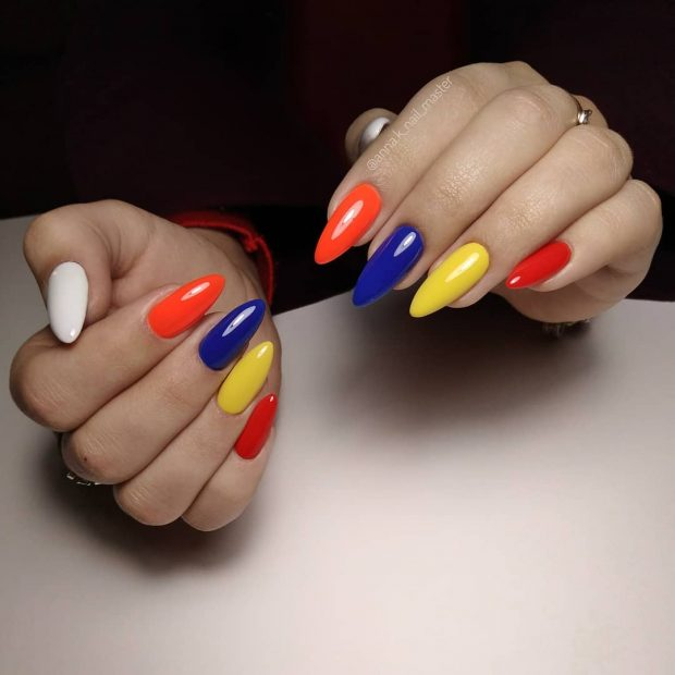 Модный дизайн ногтей шеллак 2019-2020: разноцветный