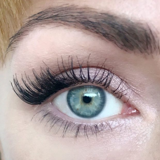 False eyelashes on the magnets on the corners