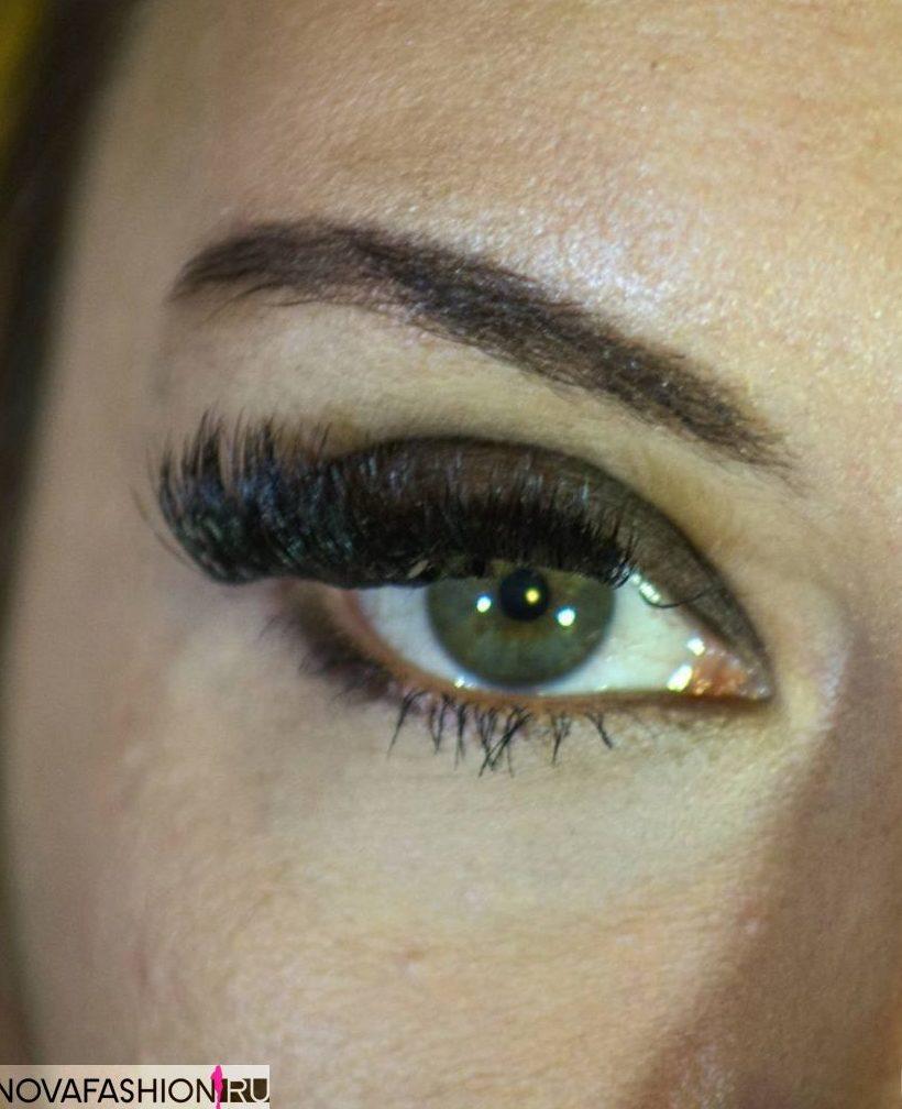 Magnetic fluffy false eyelashes on one corner