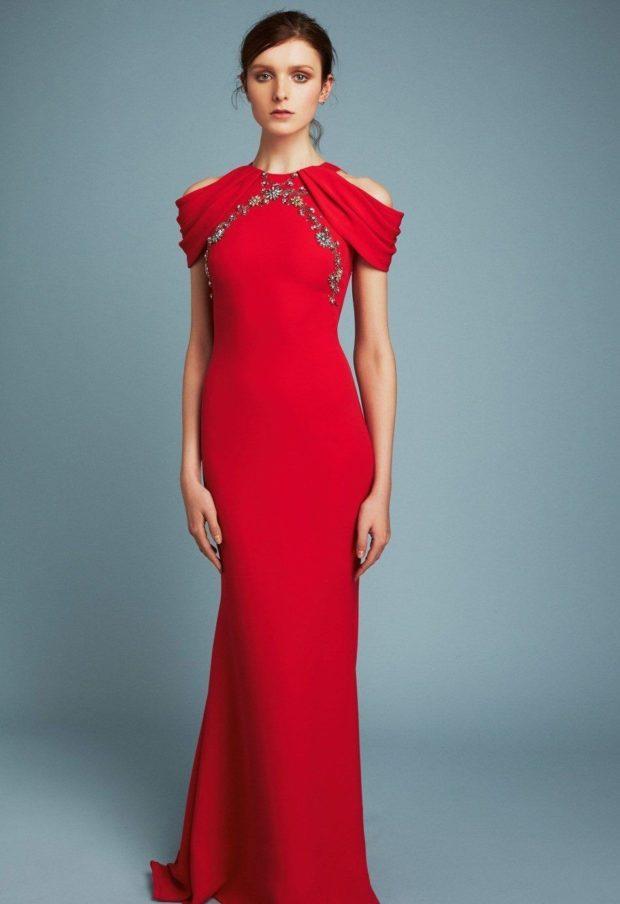 красное платье длинное по фигуре