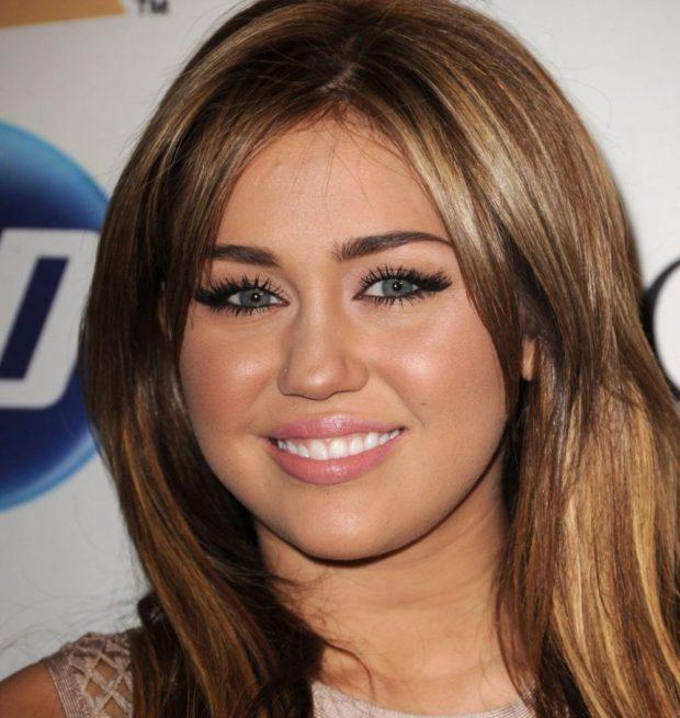 красивая стрижка на средние волосы женские. Круглое лицо