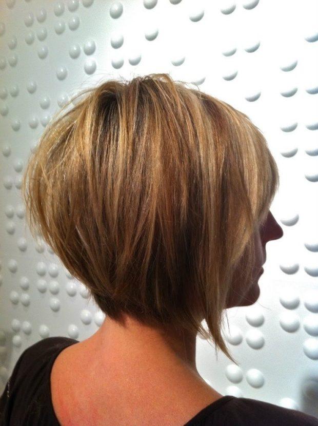 женская красивая стрижка на средние волосы. Боб каре