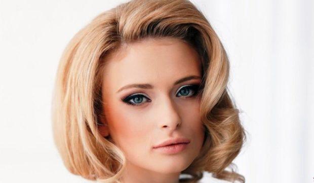 укладка волос 2019-2020 фото: каре волнистые локоны