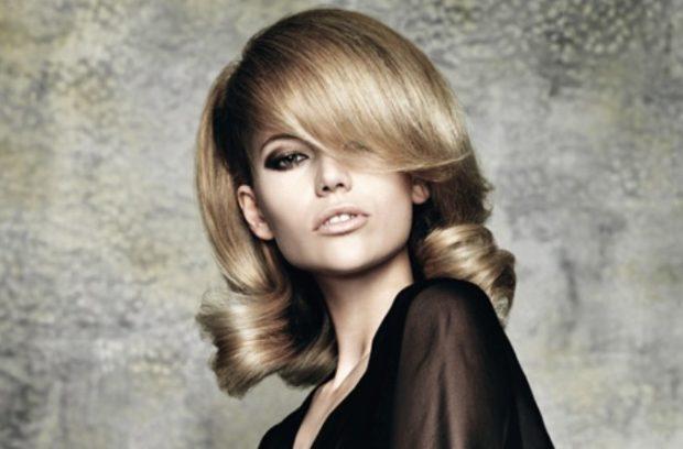 укладка волос 2019-2020: каре удлиненного с локонами