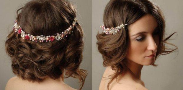 укладки модные тенденции фото: греческая украшение цветками