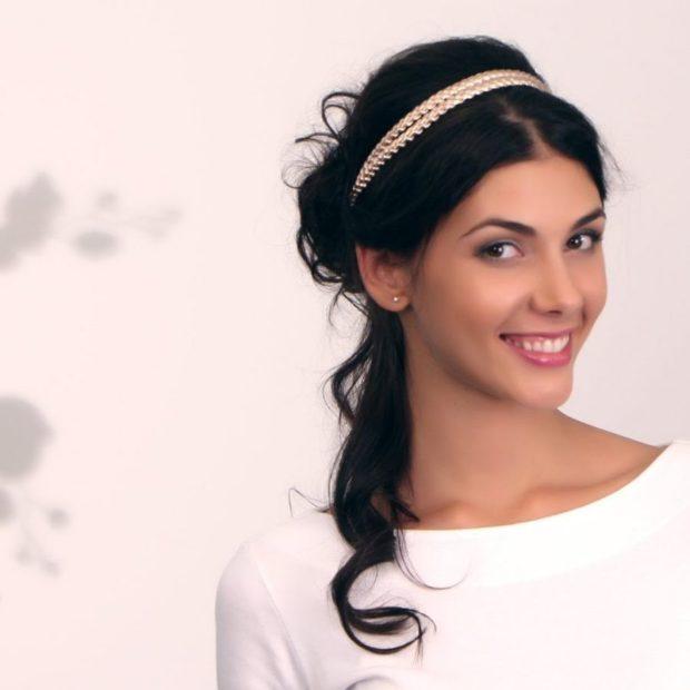 укладки модные тенденции фото: греческая на длинные волосы