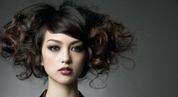 укладка волос 2019-2020 фото: оригинальное каре с локонами