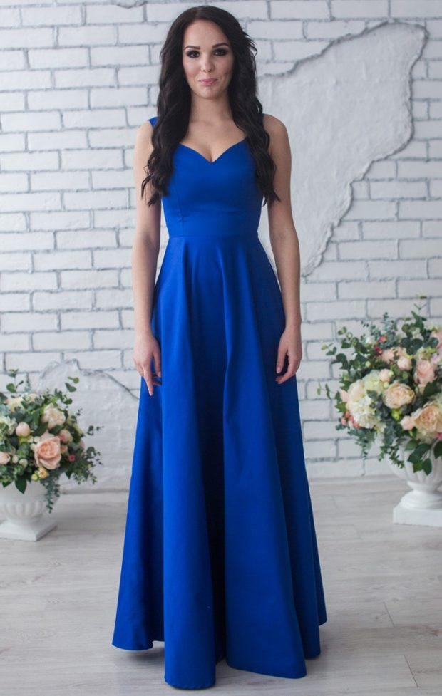 вечерние платья 2019-2020 фото новинки: синее в пол без рукава мода