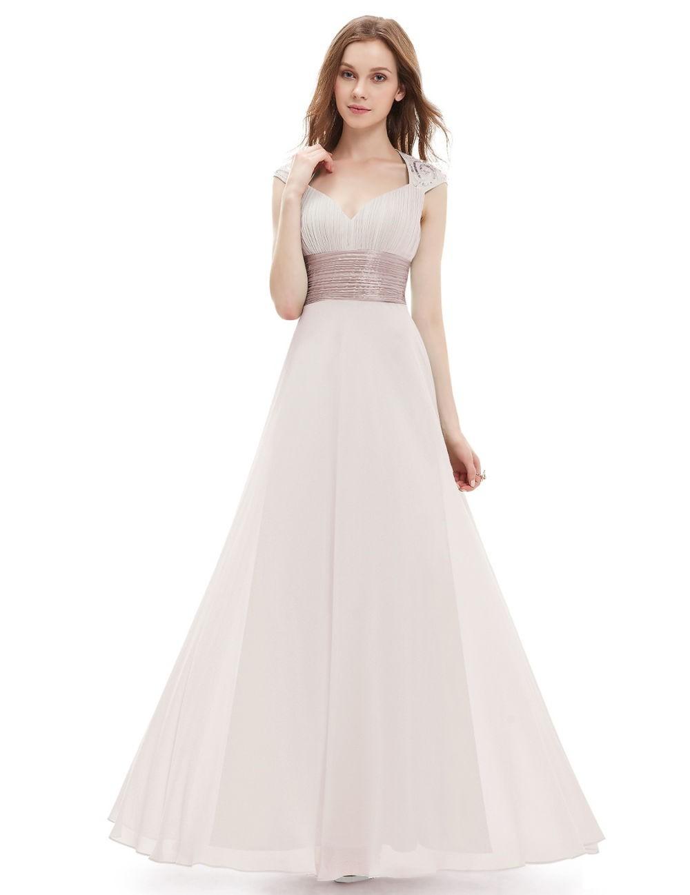 вечернее кремовое платье 2018 года воздушное с поясом мода тенденции фото