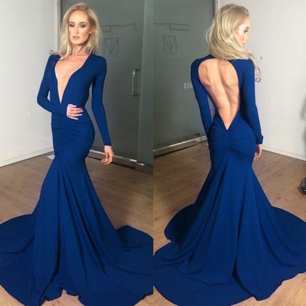 вечерние платья мода 2019-2020: русалка синее с вырезом на спине рукав длинный